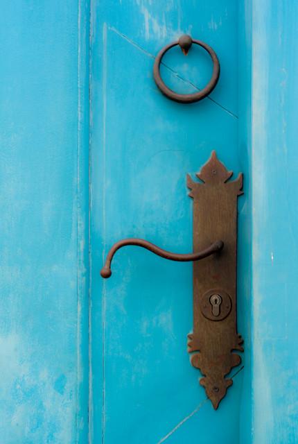 Como pintar o barnizar las puertas de madera de mi casa for Como pintar una puerta